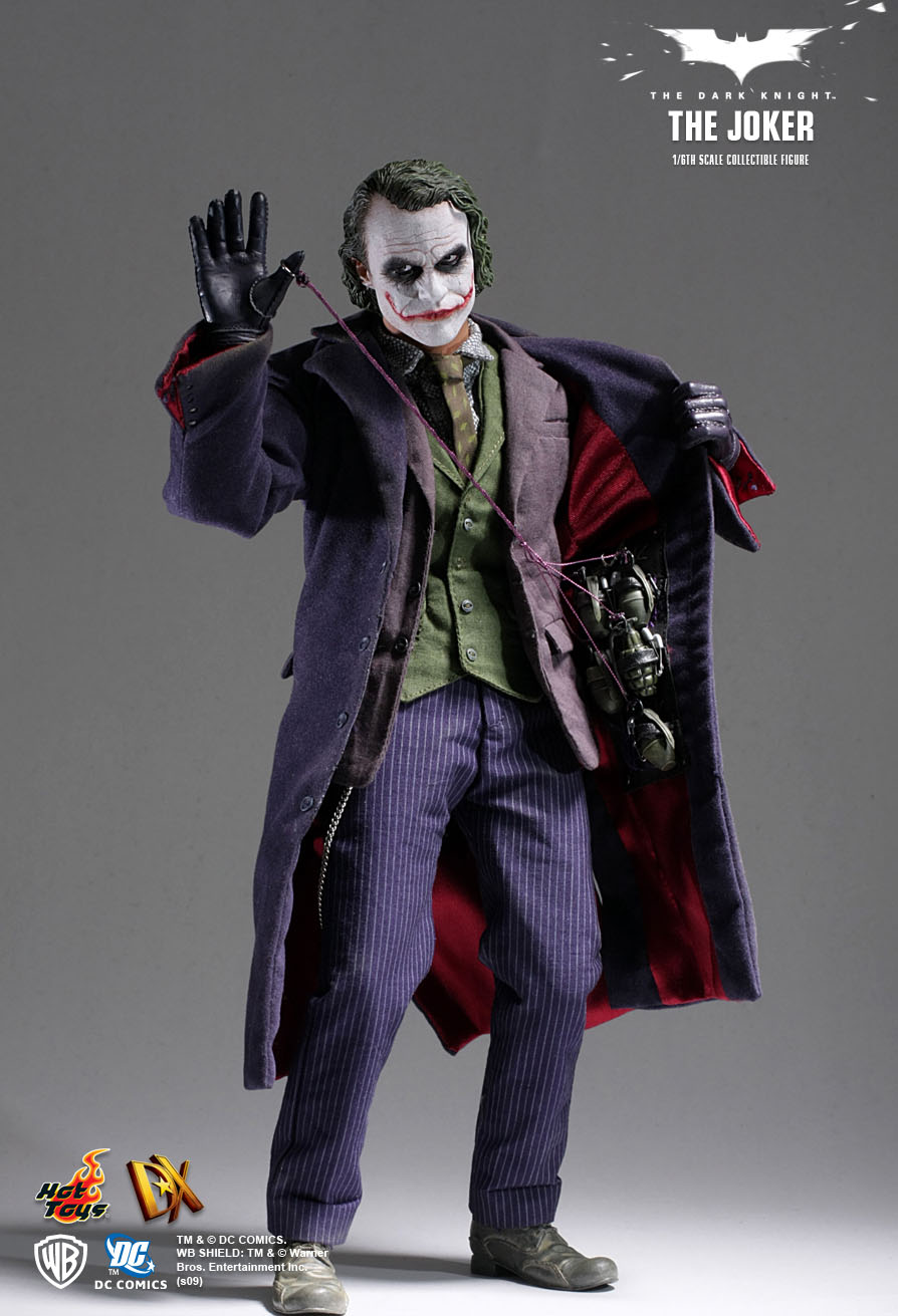 Hot Toys : The Dark Knight - The Joker 1/6th scale